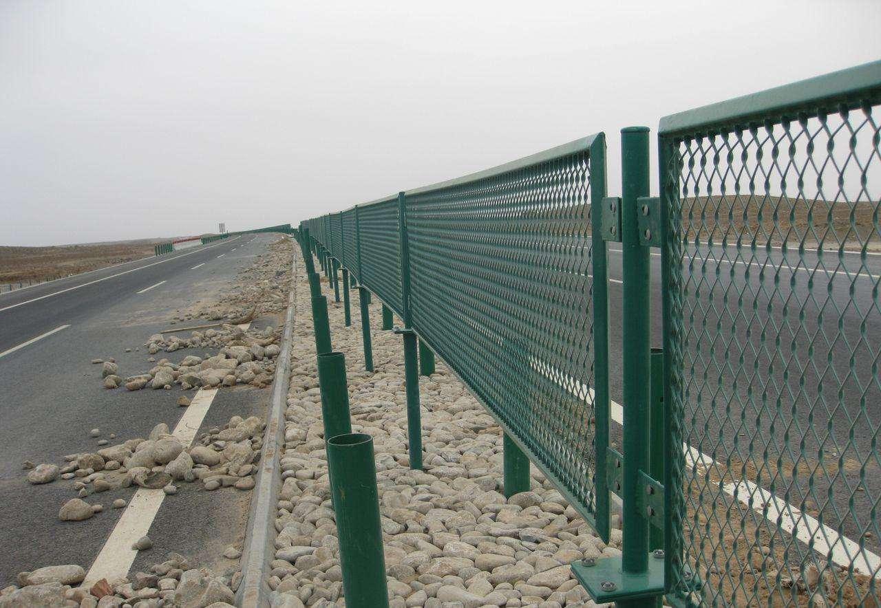 高速护栏钢板网耐用广泛